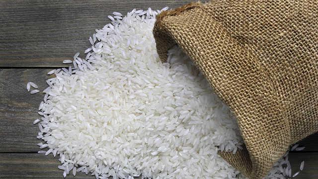 泰国大米降价高达50%,政府与米商合作减轻民众负担