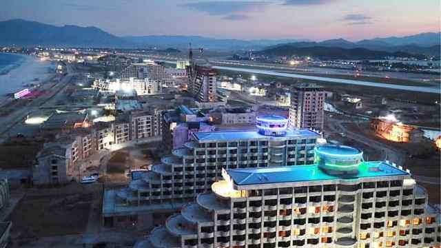 航拍朝鲜元山葛麻海岸旅游区:举国之力打造的海岸城市