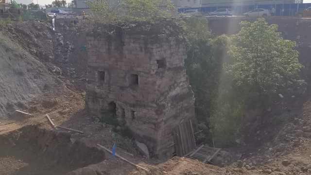 重庆大渡口一工地挖出碉堡?施工方:就是个排水箱涵