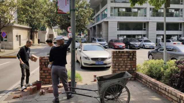 湖南大学回应为开学建围墙:开放式校区用岗亭绿植防控疫情