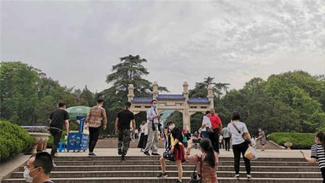 """""""五一""""假期首日,南京各大景区人流不多,苏康码预约制入园"""