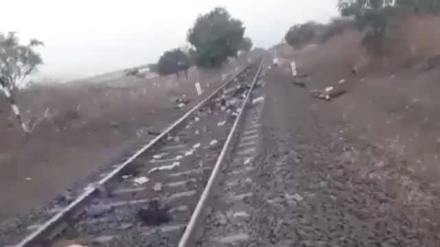 隔离期间返乡途中,印度16名农民工在铁轨睡着被火车轧死