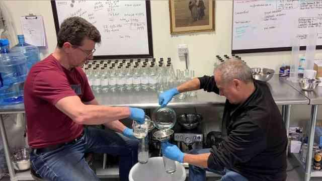 美国电子烟企业员工:裁员后转产洗手液,销量猛增被高价倒卖