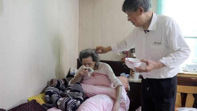 73岁儿子为100岁母亲每天做百合汤,称把最好的留给她