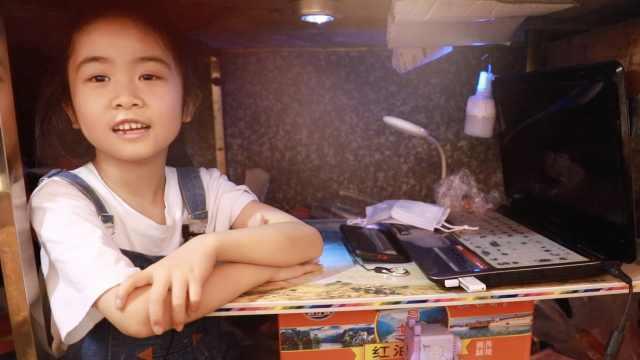 7岁女孩菜市场案板下学习,母亲落泪:没有给她好的学习环境