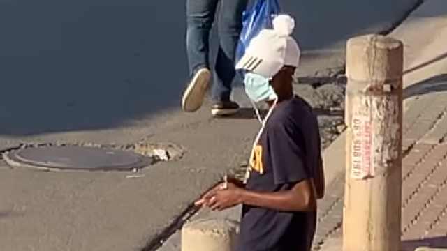 南非为抗疫禁烟酒,催生地下交易,青年称更想要合适的工作