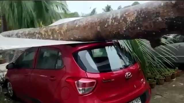 超级飓风袭南亚:80多人遇难,部分临海土地将被淹没
