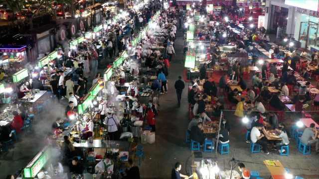 亚洲最大露天面馆营业:70多家面摊卖一种面,日均客流过万