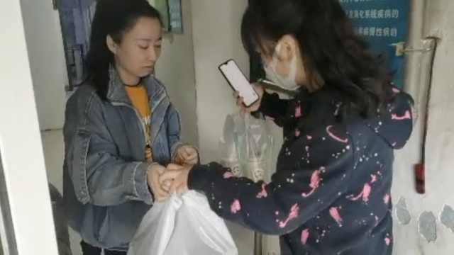 特教老师疫情期做外卖披萨自救,送学生手工挂件感谢顾客