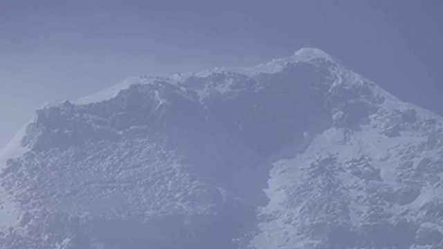 冲顶成功!珠峰高程测量登山队登上世界之巅