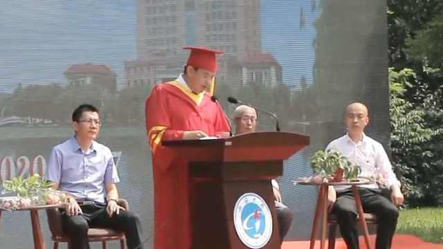 渤海大学毕业典礼校长报菜名:毕业照虽没脖子