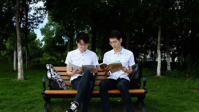双胞胎兄弟考研齐上岸:每天学到晚上11点,室友暖心帮打热水