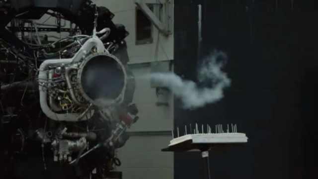 史上最昂贵的点火器:用火箭发动机点蛋糕蜡烛