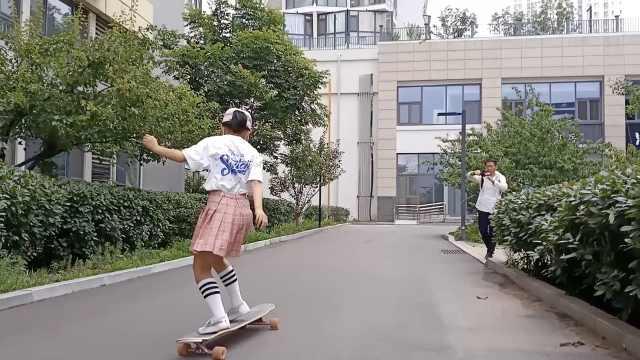 11岁女生玩滑板1月磨坏3双鞋,父亲当专职摄像师记录四年