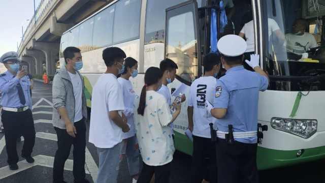 内蒙古23位考生集体走错考场,交警紧急征用大巴车转送
