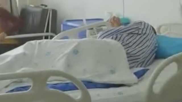 男子被棕熊咬掉半张脸,医生取大腿皮瓣16小时完成移植