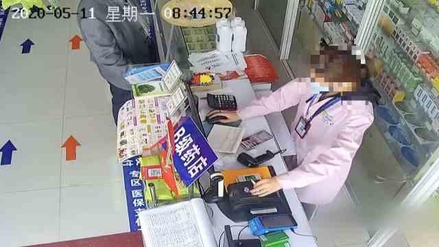 药店工作人员盗刷顾客医保卡获利2.5万元,110余