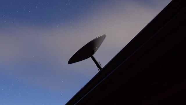 SpaceX互联网卫星终端曝光,马斯克:高速低价,即插即用