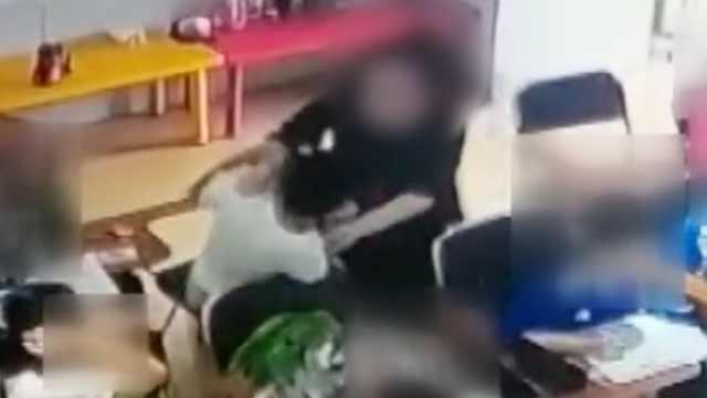辅导班老师与学生课堂上互殴拿脚踹,培训机构