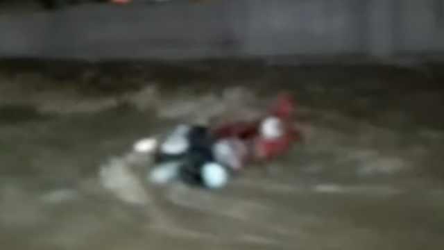 太原暴雨一女子骑车时被积水冲走,2公里外找到