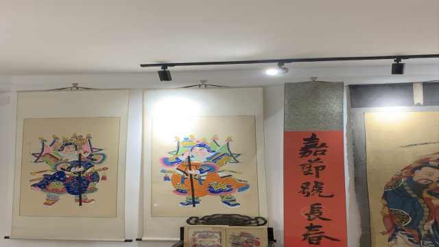 年画收藏家将住宅改造成艺术馆,10余年收藏5000幅年画