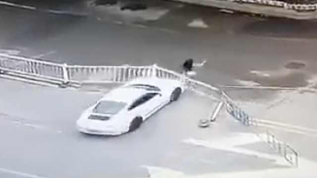 南昌一保时捷当街连撞女子,驾驶员已被刑拘