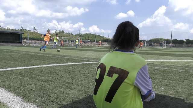 """寻乌山区少年的足球梦:""""女梅西""""带伤坚持试训,长大想进国家队"""