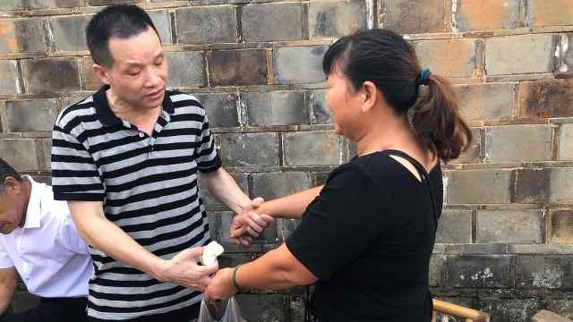 张玉环回应欠前妻一个拥抱:怕她激动晕倒,像朋友一样握手