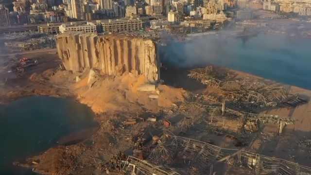 航拍黎巴嫩爆炸现场:满目疮痍,港口周边被夷为平地