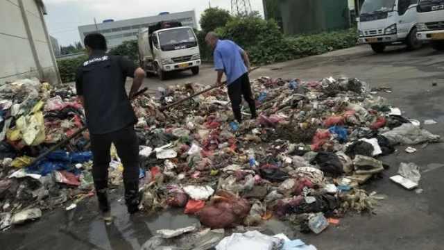 大学生弄丢录取通知书,环卫工翻8吨垃圾帮找到