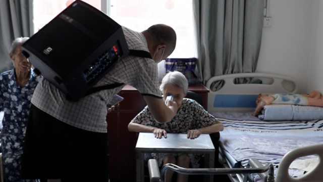 疫情后的武汉养老院:背音响的院长和他的80多个