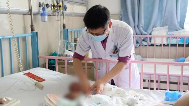25周早产龙凤胎出院:姐姐出生时还不到1斤重
