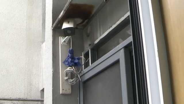 大爷自费装8个摄像头防高空抛物,邻居深夜泼水也逃不过监控