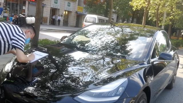 上海拼多多团购特斯拉车主顺利提车,车主:已为车辆办理保险