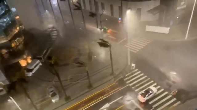 """台风""""海高斯""""登陆广东珠海,港珠澳大桥已封"""
