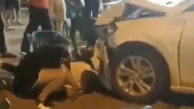 廊坊警方通报小车冲过夜市撞飞数人:司机无证醉驾,4人受伤
