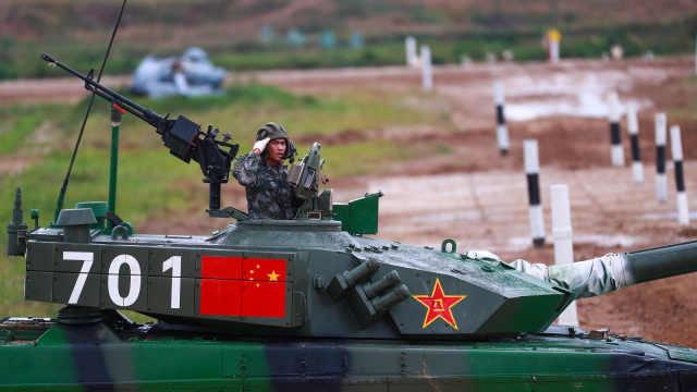 直播:坦克两项接力赛,中国队全力争夺决赛名额