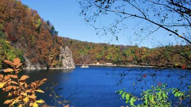 探秘全国最大火山口湖群:20万年前火山喷发形成,湖水能自净