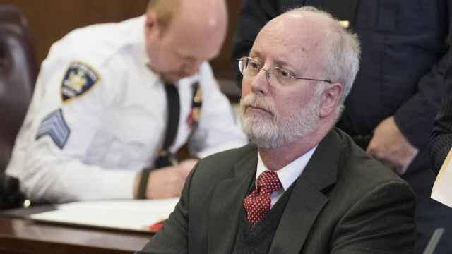 """美国""""色魔妇产医生""""被起诉:30年性侵数十患者,包括名人妻子"""