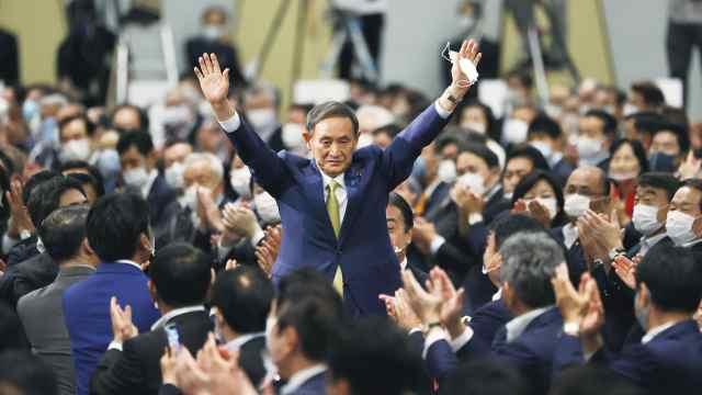 """日本新首相另一面:""""体育全能少年"""",每天100个仰卧起坐"""