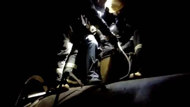 130斤消防员托举出4名200斤工人:清理油罐时昏迷被困