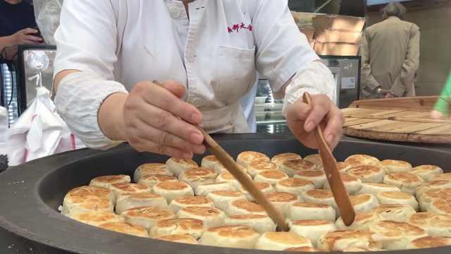 上海最火老字号月饼!8旬大爷排7小时队为老婆买月饼:她爱吃
