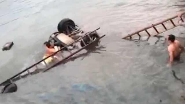 武汉一副区长自驾游坠河身亡,官方:7人分乘两车,3人身亡