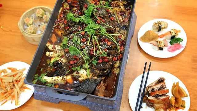 """厦大""""神仙食堂""""供应烤鱼寿司烧腊,学生点赞吃出星级餐厅感"""