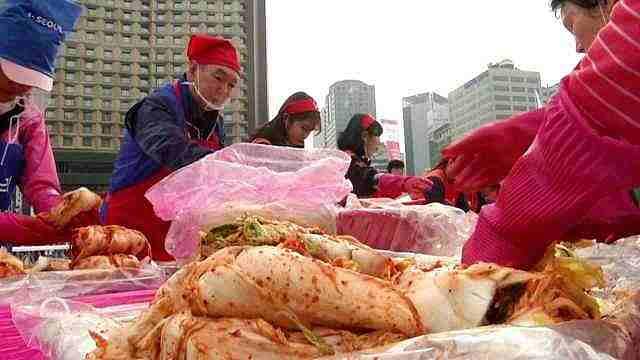 韩国泡菜减产一半:极端天气致白菜价格飙涨,泡菜厂生产就赔