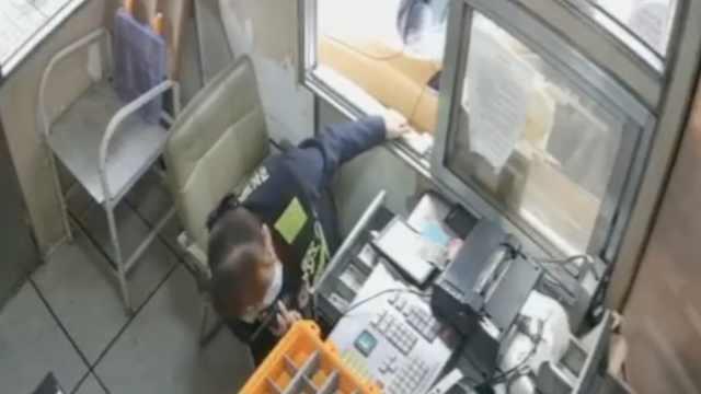收费员讲述司机暗打手势后果断报警:当时司机也在拖延时间