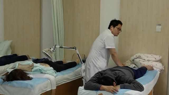 男子为缓解肩颈酸痛坚持游泳,一个动作让他手臂失去知觉