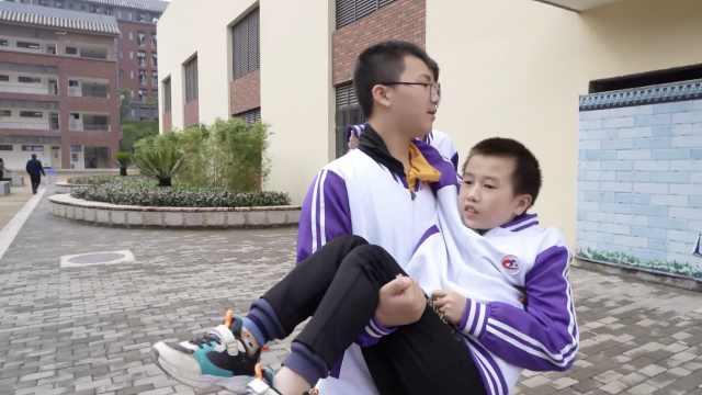 重庆13岁男孩腿患病,被同学