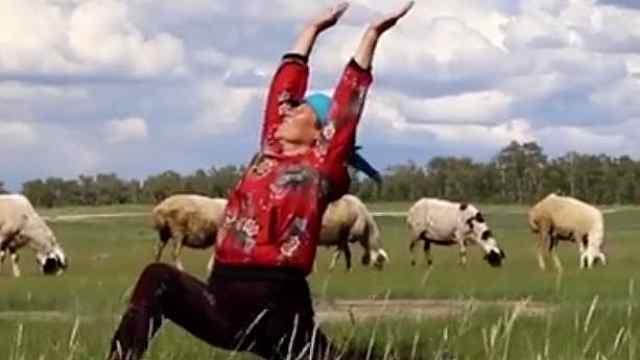奶奶们的瑜伽江湖,让瑜伽在农村扎根