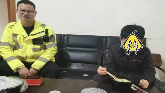 男孩被打哭哭啼啼找交警,交警:乘车20多公里来的,不会不管